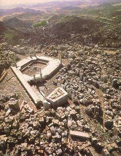 A birdseye view of the old city of # Mecca Mecca Madinah, Mecca Masjid, Islamic Images, Islamic Pictures, Masjid Haram, Islamic Wallpaper Hd, La Ilaha Illallah, Mekkah, Les Religions