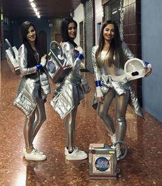 Déguisement astronaute fille - Astronautes, filles de l& filles galactiques. Diy Girls Costumes, Cute Baby Costumes, Cute Group Halloween Costumes, Group Costumes, Diy Carnival, Carnival Costumes, Space Girl Kostüm, Diy Astronaut Costume, Twin Outfits