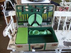 love this picnic set made from a suitcase