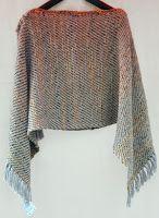 poncho de lana, varias posturas Loom Weaving, Hand Weaving, Tear, Clothing Patterns, Crochet Top, Shawl, Boho, Knitting, Fabric