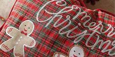 Είναι εύκολο να γεμίσετε το σπίτι σας με γιορτινές και χαρούμενες πινελιές επιλέγοντας μερικά αντικείμενα που δεν κοστίζουν πολύ. Αρκεί να ρίξετε μια ματιά σε μερικά ελληνικά e-shop με χριστουγεννιάτικα είδη.