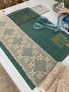 Crochet Bedspread, Crochet Doilies, Hand Crochet, Crochet Lace, Crochet Borders, Christmas Tree Quilt Pattern, Embroidered Bedding, Christmas Placemats, Crochet Edgings