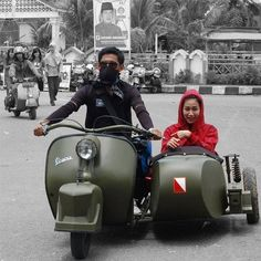 A weird colored Vespa against a b&w Indonesia Piaggio Scooter, Vespa Ape, Scooter Motorcycle, Retro Motorcycle, Vespa Lambretta, Vespa Scooters, Vespa Girl, Scooter Girl, Mini Bike