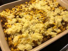 Vegetarisk sheperd's pie (fåraherdepaj) ett klassiskt engelskt recept Fried Rice, Macaroni And Cheese, Fries, Ethnic Recipes, Food, Mac And Cheese, Essen, Meals, Nasi Goreng