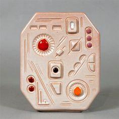 Jarrón de cerámica,años 80.  Precio: 170 Euros  Dimensiones: 15 x 6 x 19H, cm