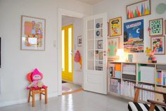 Eclectic and cheerful decor. My perfect room!