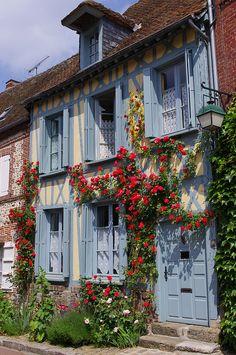 """Gerberoy, classé parmi les """"Plus Beaux Villages de France"""". Wonderful Places, Beautiful Places, Beaux Villages, Oise, Visit France, French Countryside, France Travel, Monuments, Places To See"""