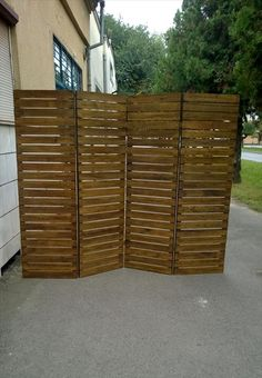 Upcycled Pallet Room Divider | 99 Pallets