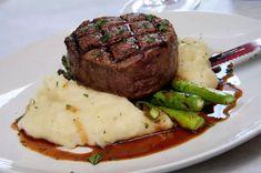 New Wedding Food Steak Filet Mignon Ideas Gourmet Recipes, Beef Recipes, Cooking Recipes, Healthy Recipes, Food Plating Techniques, Plats Healthy, Reception Food, Aesthetic Food, Food Cravings