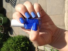 Gradient blue nails