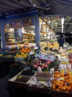 Durch Wiens Märkte flanieren_Der Kutschkermarkt in Wien Things To Do, Flea Markets, Foodies, Vienna, Travel, City, Vacation, Viajes
