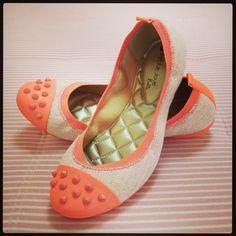 Confortável, flexível, deliciosa e com desconto. Só na #koquini #sapatilhas #euquero #petitejolie