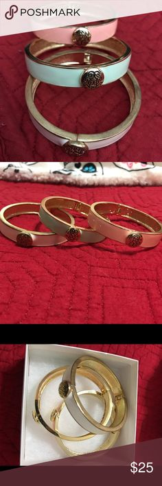 SET OF THREE COLORED BANGLES!! ✨ Set of three colored bangles gold plated and painted in pastel colored enamels: teal, pink and off white!! They are perfect for a casual daytime look or even a night out on the town!! Thanks for looking and happy Poshing!! 😃 Jewelry Bracelets
