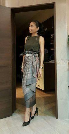 Best 12 Thai silk – Page 443393525803992464 Thai Traditional Dress, Traditional Outfits, Batik Dress, Silk Dress, Myanmar Dress Design, Thailand Fashion, Kebaya Dress, Thai Fashion, Batik Fashion