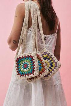 Crochet Pouch, Crochet Backpack, Cute Crochet, Crochet Crafts, Crochet Tote Bags, Diy Crochet Bag, Crocheted Bags, Unique Crochet, Crochet Handbags