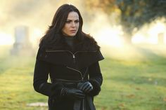 Once Upon A Time finally returned tonight with a trek into the Underworld and met Hades in its long-awaited 100th episode. Check out next week's promo where Snow White teams-up with Hercules!