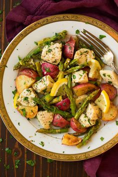 Lazy dinners are totally my thing lately. I don't know what it is but as long as they taste delicious then why not? This Lemon Chicken Asparagus and Potato