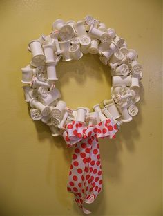 Recycled Spool Wreath- would be super cute in craft room! ...one day I'll have me one.