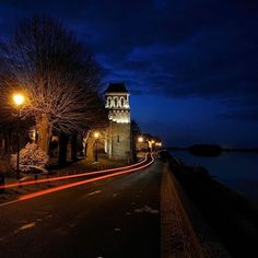 Flash est passé en urgence sur les bords de Loire 😆 !! ⚡️💥 Reconnaissez-vous ce joli village ?...