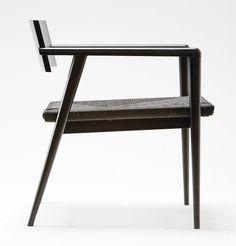 estrutura em ferro e costas e assento em deck