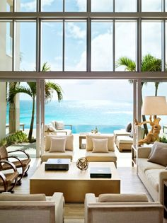 Neutral furnishing so you eye goes right to that gorgeous view!