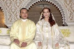 King Mohamed VI of Morocco sits with his wife Princess Lalla Salma at the royal palace July 2002 in Rabat, Morocco. Public celebrations for the Moroccan king's marriage took place, which broke a tradition of keeping royal wives hidden. Royal Wedding Gowns, Royal Weddings, Wedding Dresses, Wedding Tiaras, Royal Familie, Lalla Salma, Moroccan Bride, Moroccan Dress, Meghan Markle Wedding Dress