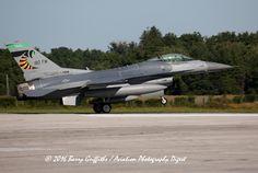 "https://flic.kr/p/MQSSUH | General Dynamics F-16C Viper s/n 89-2098 OH-ANG 112 FS ""Stingers"" 180 FW (Colour Bird) Toledo Express Airport, OH | General Dynamics F-16C Viper s/n 89-2098 OH-ANG 112 FS ""Stingers"" 180 FW (Colour Bird) Toledo Express Airport, OH @ AirShow London, London International Airport (YXU), ON, Canada"