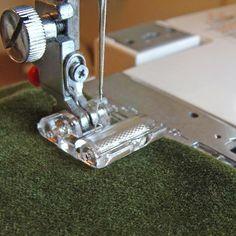 🖐APRENDE A COSER CON LOS DIFERENTES PRENSATELAS PASO A PASO PARA PRINCIPIANTES 🖐 Quilting Templates, Quilting Tools, Quilt Patterns, Sewing Tools, Sewing Hacks, Wool Mats, Sewing Machine Accessories, Juki, Janome