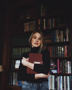 Processed with VSCO with preset[/caption. Book Photography, Creative Photography, Portrait Photography, Vsco Photography Inspiration, Pinterest Photography, Photography Challenge, Artistic Photography, Library Photo Shoot, Simple Fall Outfits