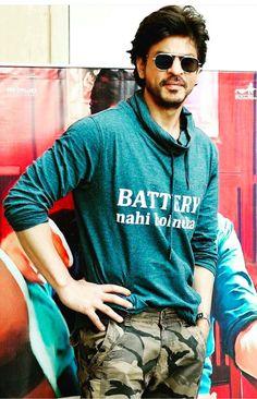 Shah Rukh Khan Never give up to be look like . Bollywood Photos, Bollywood Saree, Bollywood Actors, Bollywood Fashion, Raees Srk, Shahrukh Khan, Richest Actors, Shah Rukh Khan Movies, Jordan Spieth
