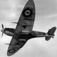 An RAF Supermarine Spitfire, from below. Ww2 Aircraft, Fighter Aircraft, Military Aircraft, Fighter Jets, Spitfire Supermarine, The Spitfires, Ww2 Planes, Battle Of Britain, Royal Air Force