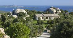 Villa Stazzu L'Ea di Luci in Sardinia, Italy       A charming four-bedroom villa in Porto Cervo, surrounded by the lush Mediterranean Maquis and picturesque vineyards.   via @immobilsarda