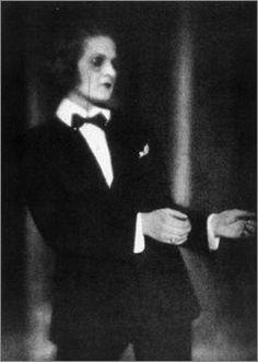 """Anita Berber(1899-1928) in """"Doktor Mabuse"""". """"Anita Berber – das Gesicht zur grellen Maske erstarrt dem schaurigen Gelock der purpurnen Coiffure – tanzt den Koitus"""", schreibt Klaus Mann."""
