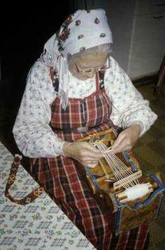 Cradle Looms « Bound to Weave Inkle Weaving, Inkle Loom, Card Weaving, Tablet Weaving, Polish Embroidery, Norwegian Style, Art Tribal, Peg Loom, Handmade Felt