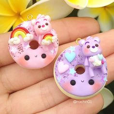 ideas for craft clay guys Polymer Clay Kawaii, Polymer Clay Charms, Polymer Clay Art, Polymer Clay Jewelry, Diy Fimo, Diy Clay, Polymer Clay Miniatures, Polymer Clay Creations, Biscuit