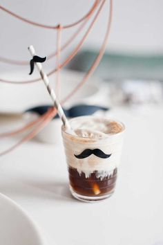Simone from Yellow Papaya shares this delectable Salted Caramel ice-cream Coke Float recipe. A must have party drink! Candy Table, Dessert Table, Coke Float, Salted Caramel Ice Cream, Planes Party, Party Drinks, Animal Party, Easter Recipes, Party Printables