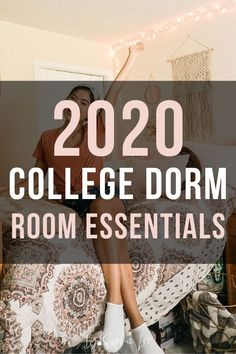 girl dorms Looking for a HUGE list of all the best dorm room essentials you actually need? These are the top college products recommended from a recent college grad. Dorm Room List, College Dorm List, Dorm Room Checklist, College Dorm Essentials, Cool Dorm Rooms, College Dorm Rooms, Room Essentials, College Checklist, College Hacks