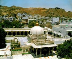 This Golden triangle tour package offers you tour of Holy city of Ajmer along with tour of Delhi, Agra and Jaipur. Where you can explore beauty of 04 historically important cities. Islamic Architecture, Art And Architecture, Travel Around The World, Around The Worlds, Golden Triangle, India Tour, World Cities, Tourist Places, We Are The World