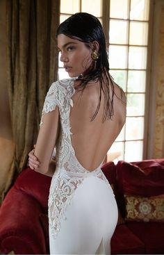 Beautiful low back wedding dress by @bertabridal See the full collection here: http://wp.me/p1qe1h-hb8