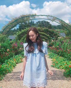 Check out Girls Generation @ Iomoio Jessica & Krystal, Jessica Lee, Kim Hyoyeon, Yoona, Snsd, Kpop Girl Groups, Kpop Girls, Jessie, Blanc And Eclare