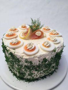 Ein absolutes Highlight auf jedem Partybuffet oder anderen Festlichkeiten: die LowCarb-Lachscreme-Almond-Torte - glutenfrei und ketotauglich.