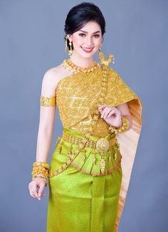 Thai Traditional Dress, Traditional Clothes, Costumes Around The World, Khmer Wedding, Wedding Costumes, Sexy Skirt, Cool Costumes, Gold Jewellery, Peplum Dress