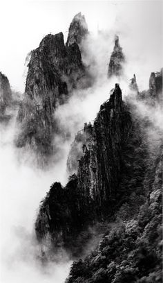 Wang Wusheng 18 Disciples of Buddha down mountain ridges, taken at Dawn Pavillion, May 1984