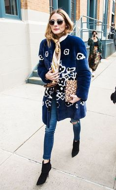 Auffällige Mäntel sind der Herbsttrend im Streetstyle!  Shoppe einen Mantel wie Olivia Palermo ihn trägst einfach durch Klick auf diesen Pin (Affiliate Link)