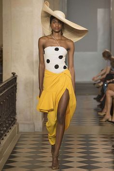 Fashion Week Paris Spring/Summer 2018 look 16 from the Jacquemus collection womenswear Summer Fashion Trends, Fashion Week, Spring Summer Fashion, Runway Fashion, High Fashion, Paris Fashion, Jacquemus, Moda Casual, Mini Vestidos