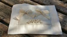 Cuscino portafedi ricamato a mano di Cuore Antico su DaWanda.com
