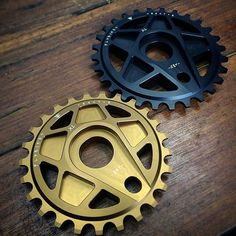 @strictlybmx giving you a look at our brand new Tractor XL sprocket! The sprocket goes from 16mm in the middle to 6mm at the teeth eliminating the need for spacers!  Visit Flybikes.com or visit the link in our bio to view our full 2016 catalog!  #bmx #flybikes #bike #style #sprocket #strictlybmx