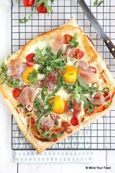 Print Recipe Le Petit Bagnat You can garnish your bread with the vegetables in the morning and leave your bagnat at room temperature by adding, just at the last moment, the slices of egg, tuna and anchovies. Diner Recipes, Pork Recipes, Gourmet Recipes, Vegetarian Recipes, Healthy Recipes, Bruchetta Recipe, Pizza Wraps, Pork Ribs, Easy Cooking