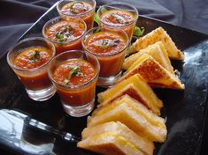 Minnesota Late Night Snack Idea for Your Wedding: Mini Grilled Cheese and Tomato Soup Shooters Wedding Food Catering, Wedding Snacks, Wedding Reception Food, Late Night Dinner, Late Night Snacks, Late Nights, 10e Anniversaire, Mini Grilled Cheeses, Tapas
