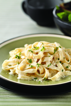 Healthy Living Fettuccine Alfredo – Looking to make fettuccine Alfredo a lighter, Healthy Living option for your family? You're in luck! This recipe fits your criteria and is super-simple to make as well.
